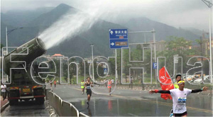 Zhaoqing International Marathon began, Fenghua mist cannon vehicle made on-site cooling for the competitors